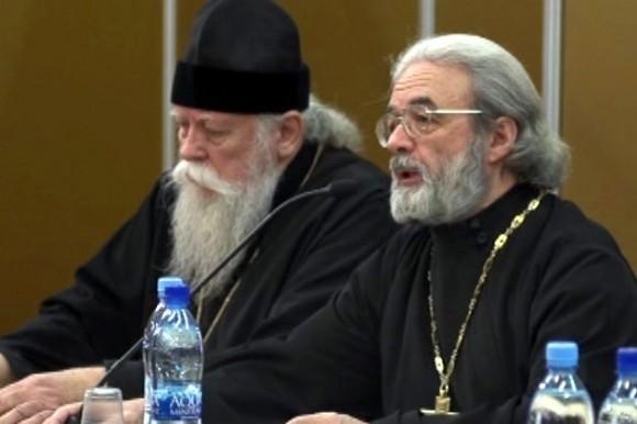 Протоиерей Александр Ильяшенко - справа