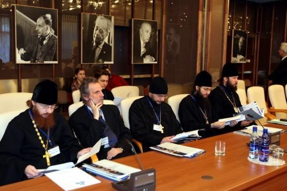 Работа конференции в Доме международных совещаний Объединенного института ядерных исследований (ОИЯИ).