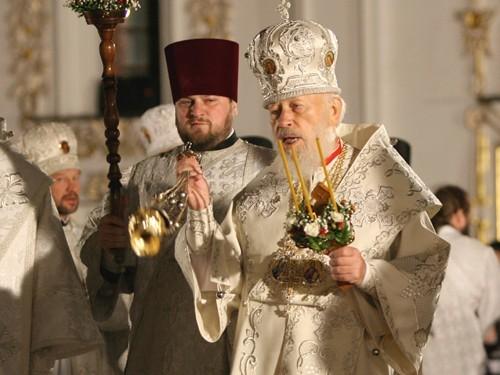 В настоящее время в кафедральном соборе шанхая в честь иконы божией матери споручница грешных прекращено