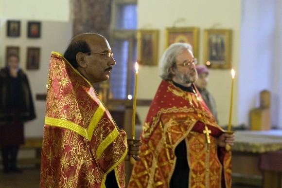 священник Иоанн Танвеер в Москве. Фото Анатолия Данилова (2)