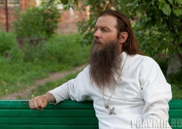 Беседа с протоиереем Артемием Владимировым. Фото Юлии Маковейчук (1)