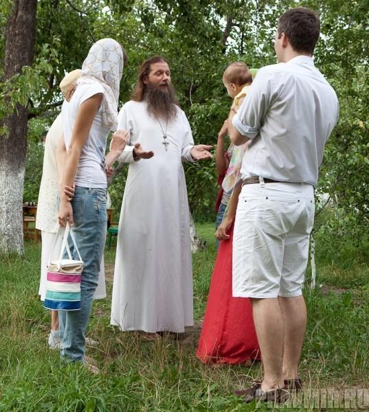 Беседа с протоиереем Артемием Владимировым. Фото Юлии Маковейчук (3)