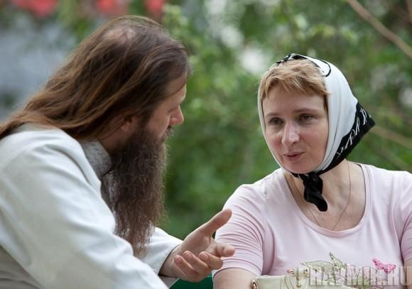 Беседа с протоиереем Артемием Владимировым. Фото Юлии Маковейчук (4)