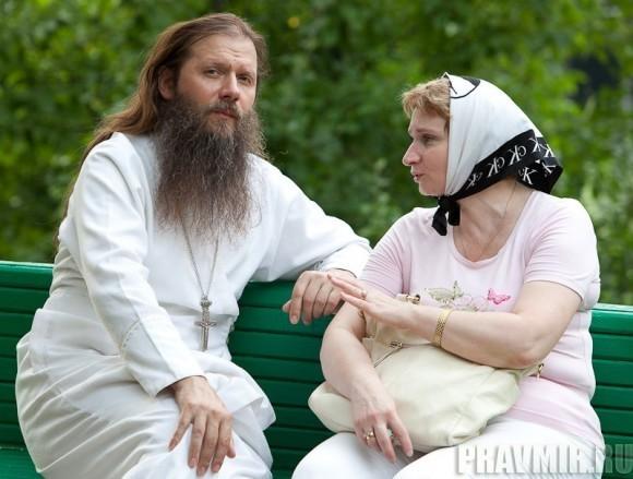 Беседа с протоиереем Артемием Владимировым. Фото Юлии Маковейчук (5)