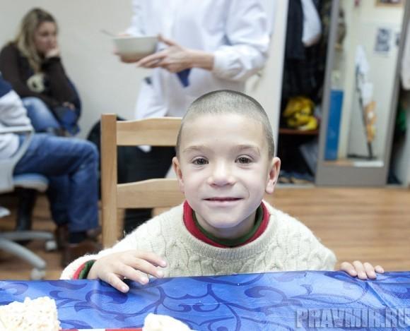 Шамиль, мальчик с русской фамилией, пришедший как-то на вокзал. Теперь он живет в приемной семье благодаря доктору Лизе