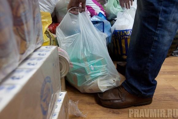 приносили не только одежду, но и продукты для наборов малоимущих: сахар, чай, какао, рис, гречка, консервы