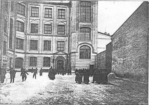Староконюшенный переулок. Гимназия Медведниковых (ныне - школа 59)