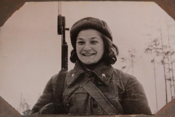 Молодая героиня Наталия Малышева. Фото для газеты