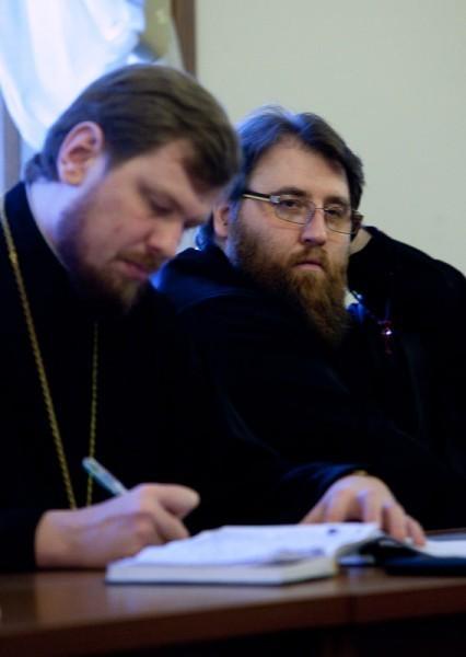 Епископ Шахтинский и Миллеровский Игнатий (справа)