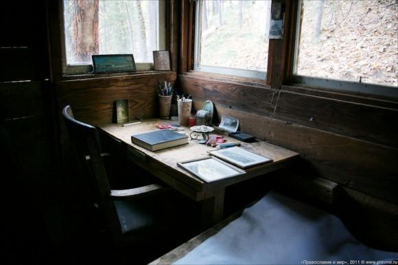 За этим столом были написаны практически все труды о. Серафима (Роуза).