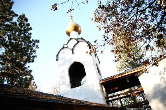 Монастырская колокольня.