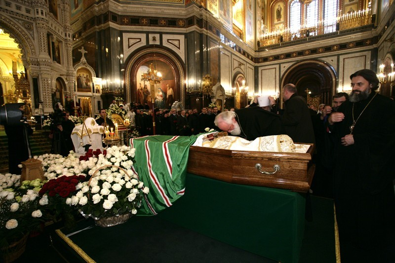 Прощание со Святейшим Патриархом Алексием в храме Христа Спасителя 8 декабря 2008 г. Источник: Патриархия.ru