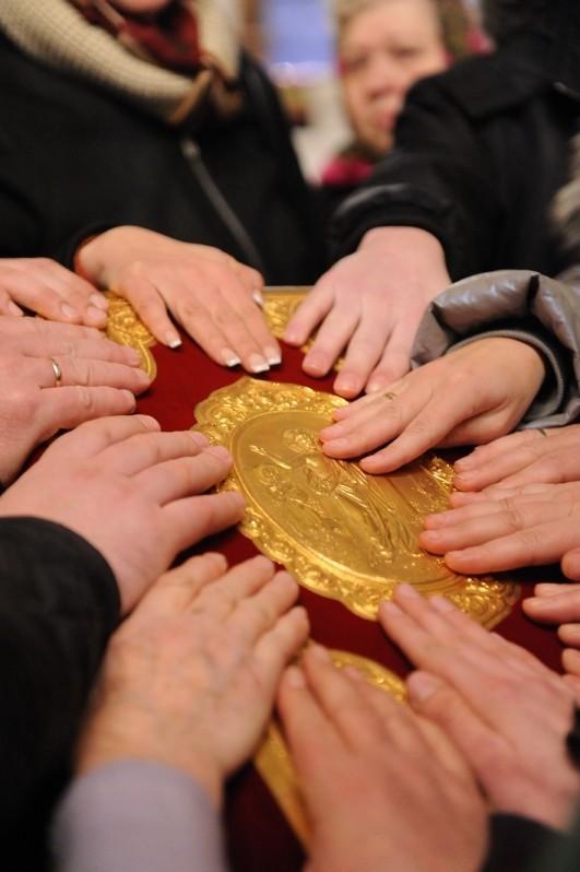 Митрополит Иларион совершил чин присоединения к Православной Церкви временно отпавших от нее
