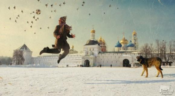 АВТОПОРТРЕТ У ТРОИЦЕ-СЕРГИЕВОЙ ЛАВРЫ. Петр Ловыгин / Москва.