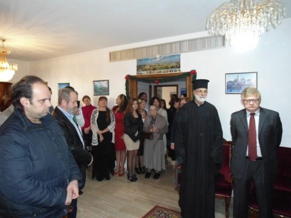 В костюме рядом со священником посол Рф в Ливане Засыпкин А.С.