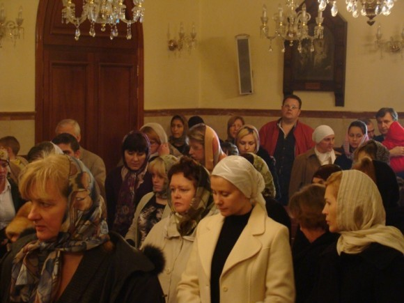 В храме собралось около 150 человек, батюшка радовался, как ребенок, потому что появились новые прихожане