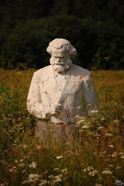 Памятник. Ольга Стариковская (Тверская область)