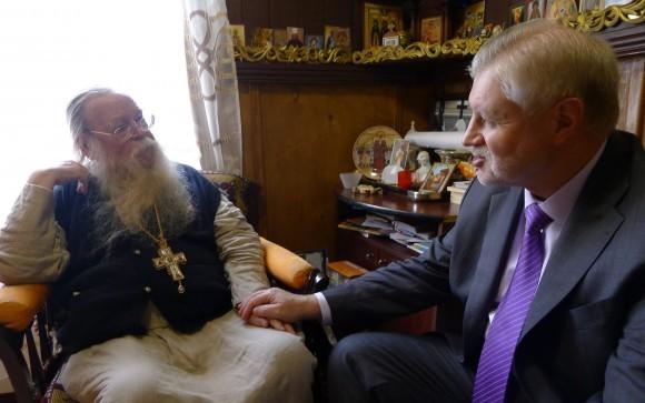 Сергей Миронов беседует с отцом Иоанном Мироновым. С-Петербург