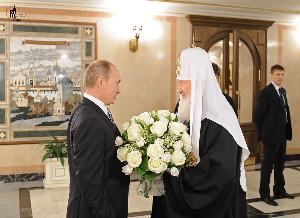 В. Путин поблагодарил Патриарха за вклад в развитие отношений с зарубежьем
