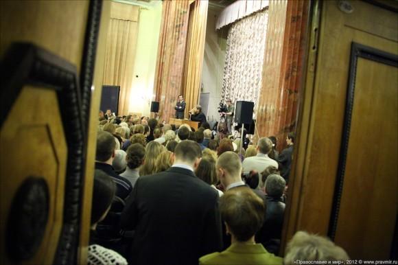 Встреча архимандрита Тихона с читателями