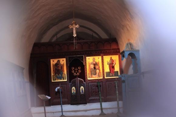 """Фаулзи сделал этот снимок через замочную скважину закрытого храма """"Экономисса"""""""