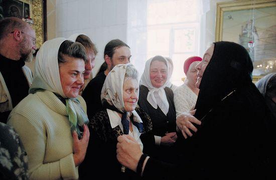 Игумения Варвара с паломниками