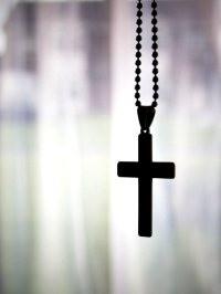 Прихожанка русского собора Лондона уволилась из-за запрета носить крестик на работе