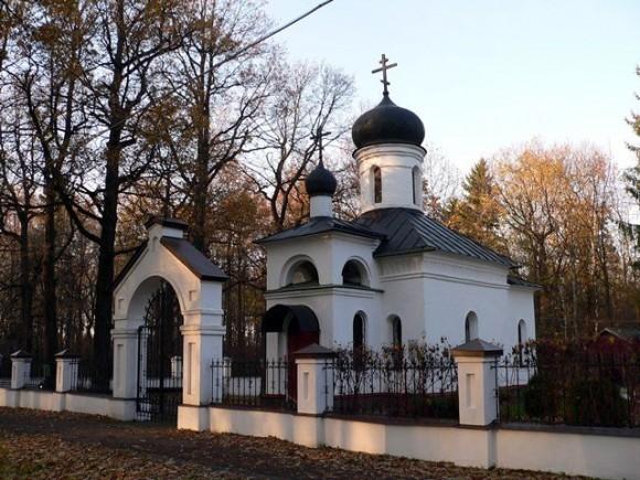 Приходской комплекс на месте гибели о. Александра. Сергиевская церковь. Часовня Усекновения Главы Иоанна Предтечи