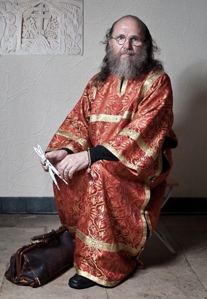 Алтарник,профессор С.В. Казаков