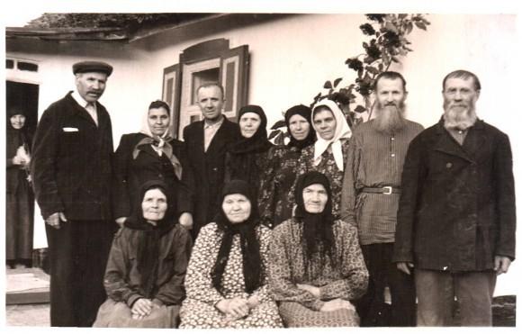 У Евфимии во дворе. Фото из архива автора