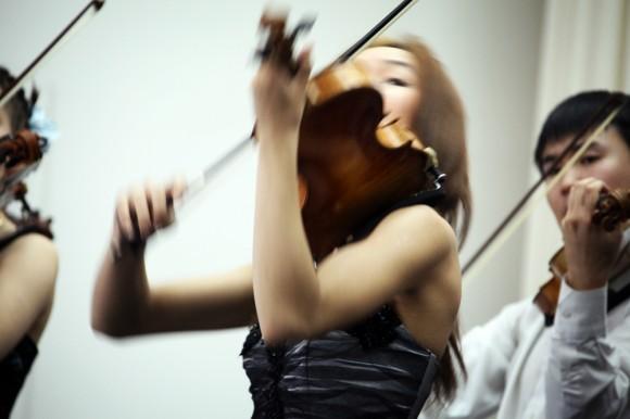 На открывающем съезд Пасхальном концерте выступил ансамбль скрипачей «Виртуозы Якутии» Высшей школы музыки Республики Саха (Якутия)