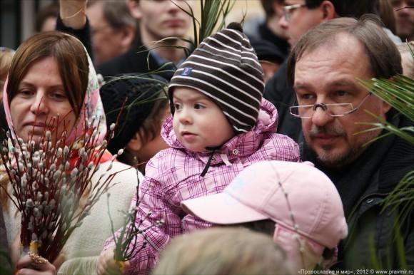 Детский крестый ход в день входа Господня в Иерусалим. Фото Михаила Моисеева (12)