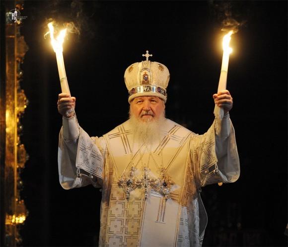 Благодатный огонь. Фото Патриархия.ру