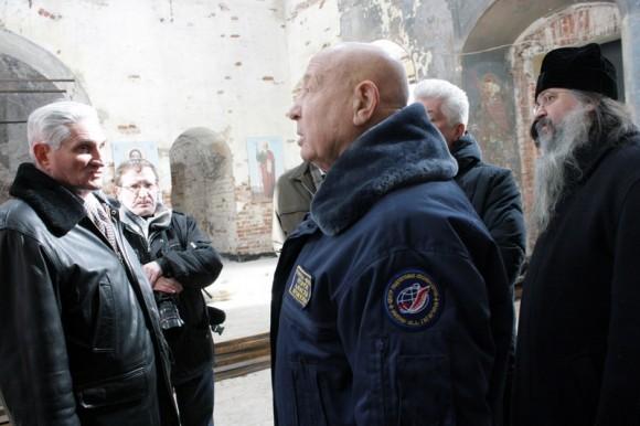 С космонавтом Алексеем Леоновым в восстанавливаемом храме
