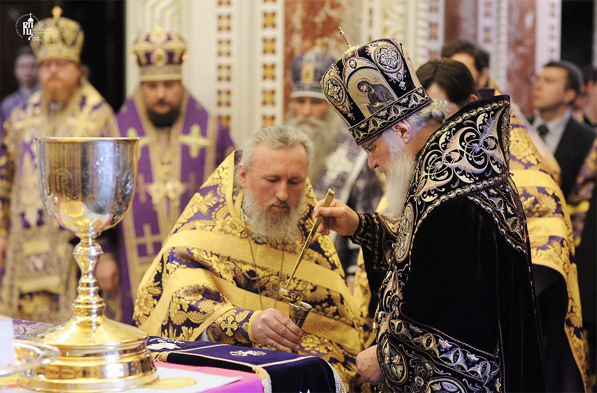 Литургия в Храме Христа Спасителя и Чин освящения мира (ФОТО)