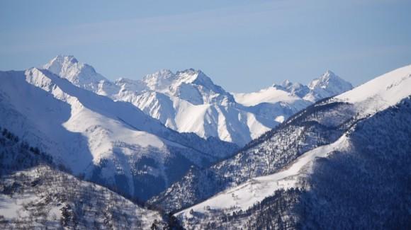 Вид от БТА на главный Кавказский хребет. Вершины (слева напапров): Пшиш, Псыш, Аман-Ауз.