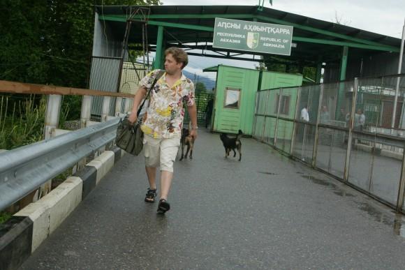 """Абхазия, 2006, """"Долгая дорога в Гагры"""", фото Евгений Самарин"""