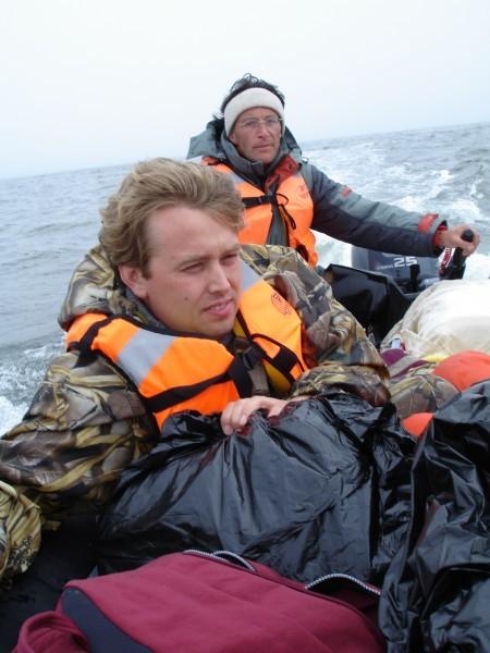 "Фото с северного Сахалина, залив Пильтун. Переправляемся в шлюпке с судна на берег. Подготовка репортажа ""Иноки моря"""