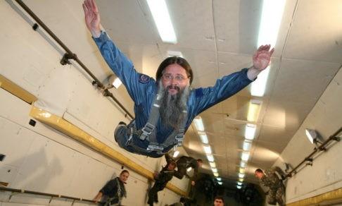 Космонавты берут с собой в полёт мощи святых