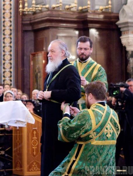 Вербное воскресенье. Изнесение части хитона и Гвоздя от Креста (71)