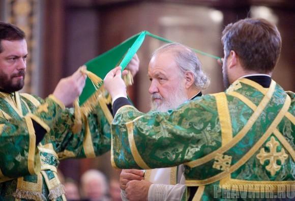 Вербное воскресенье. Изнесение части хитона и Гвоздя от Креста (70)