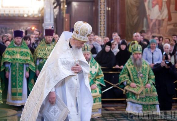 Вербное воскресенье. Изнесение части хитона и Гвоздя от Креста (53)