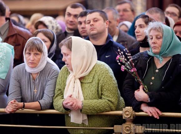 Вербное воскресенье. Изнесение части хитона и Гвоздя от Креста (33)