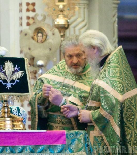 Вербное воскресенье. Изнесение части хитона и Гвоздя от Креста (26)