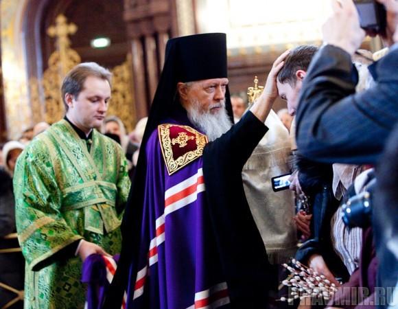 Вербное воскресенье. Изнесение части хитона и Гвоздя от Креста (19)