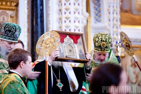 Вербное воскресенье. Изнесение части хитона и Гвоздя от Креста (11)