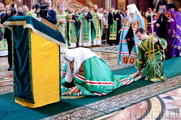 Вербное воскресенье. Изнесение части хитона и Гвоздя от Креста (9)