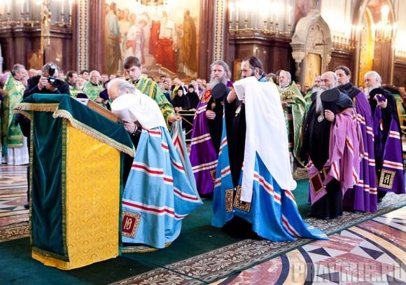 Вербное воскресенье. Изнесение части хитона и Гвоздя от Креста (8)