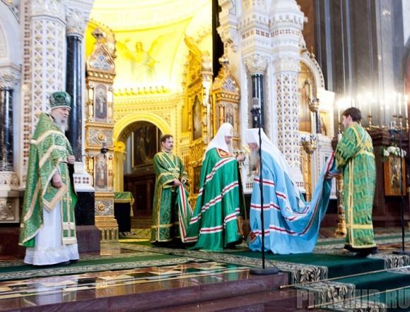 Вербное воскресенье. Изнесение части хитона и Гвоздя от Креста (7)