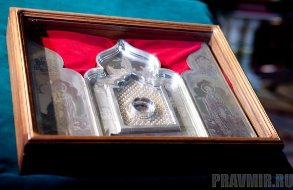 Вербное воскресенье. Изнесение части хитона и Гвоздя от Креста (1)